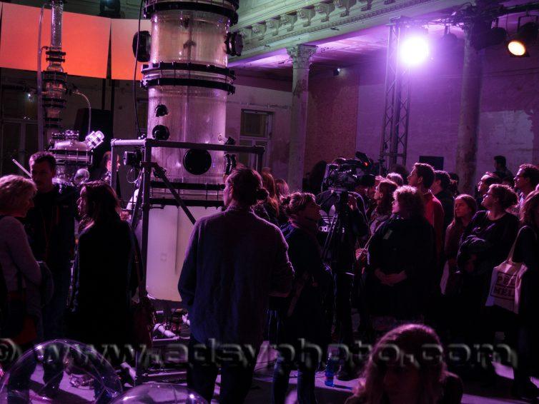 "Performance ALIEN INTROSPECTION at the Art Festival ""The Future of Demonstration; Vermögen"""