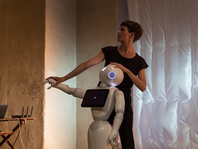 Posthuman Flux, Tanz-Performance < Ningyō-buri> aus dem Doppelgänger Zyklus, Galerie Spitzer/Odeon Theater (13-27.6.2019)